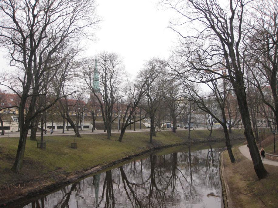 городской канал в Риге