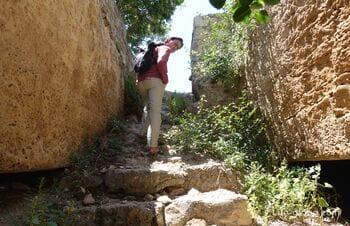 Гора Фабрика в Пафосе: каменоломни, галечная мозаика, пещера влюбленных и амфитеатр
