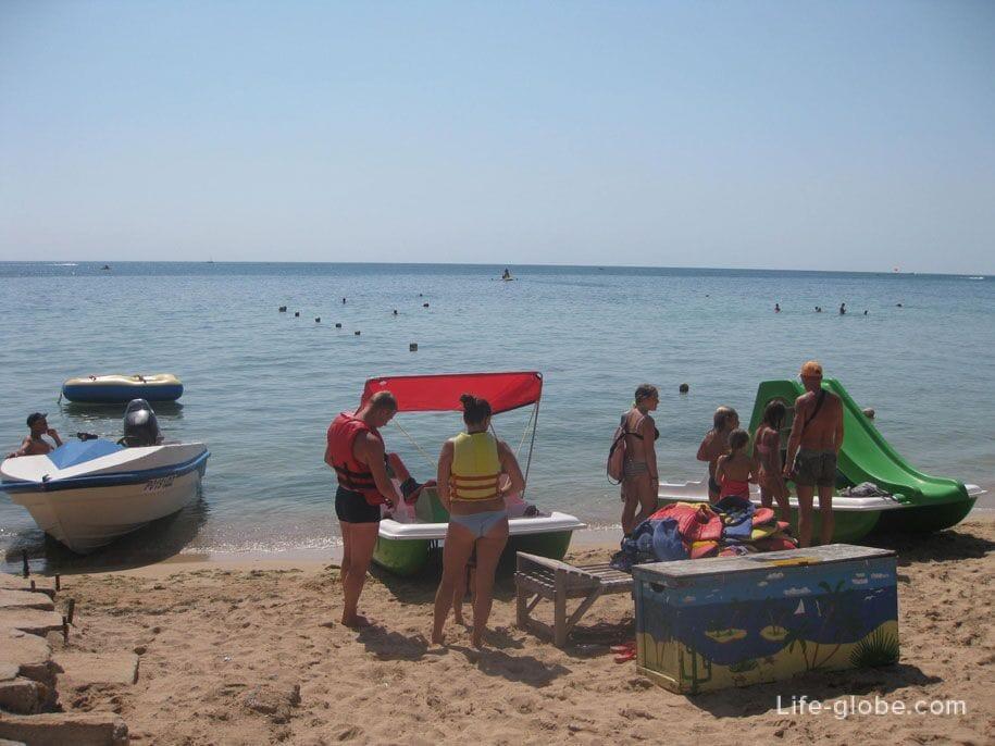 Водные развлечения на пляжах Евпатории