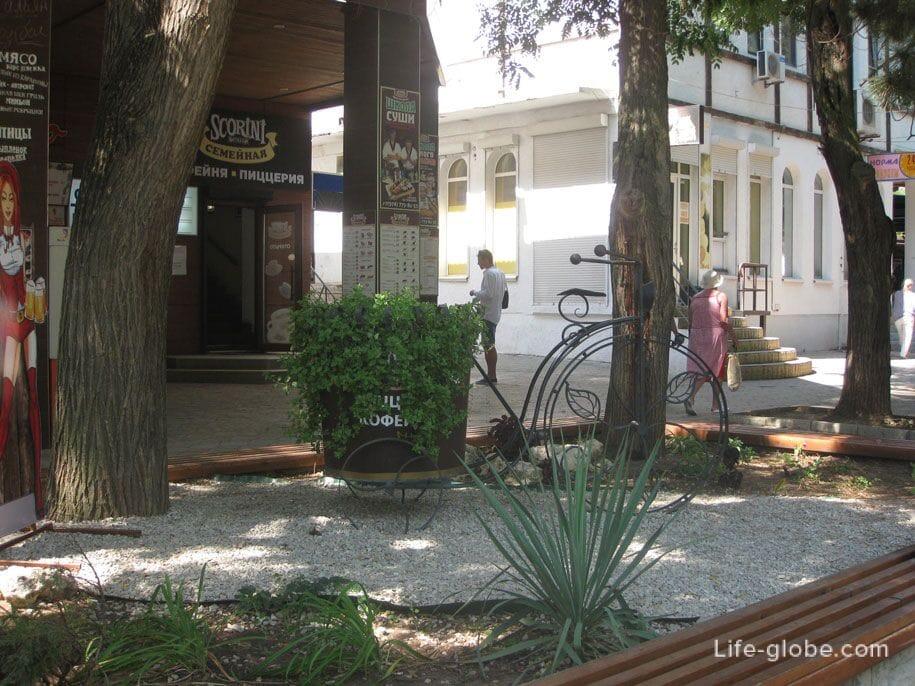 На улице Фрунзе, Евпатория