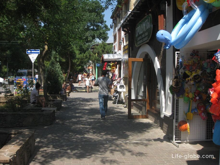 Главная прогулочная улица Евпатории - Фрунзе