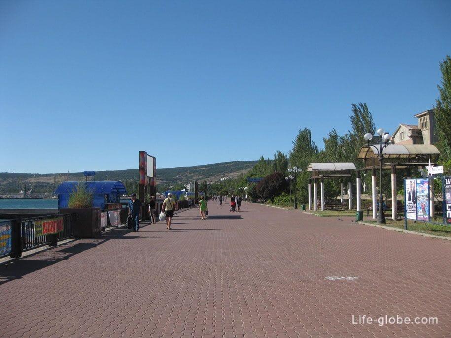 Пляжи Крыма - набережная Феодосии