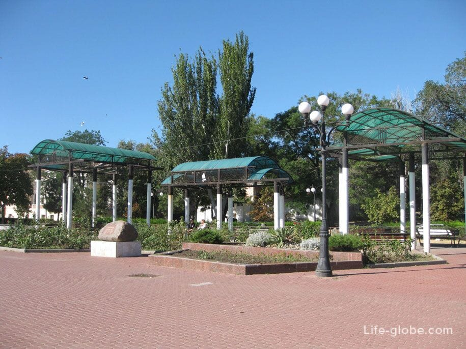Центральная набережная в Феодосии, Крым