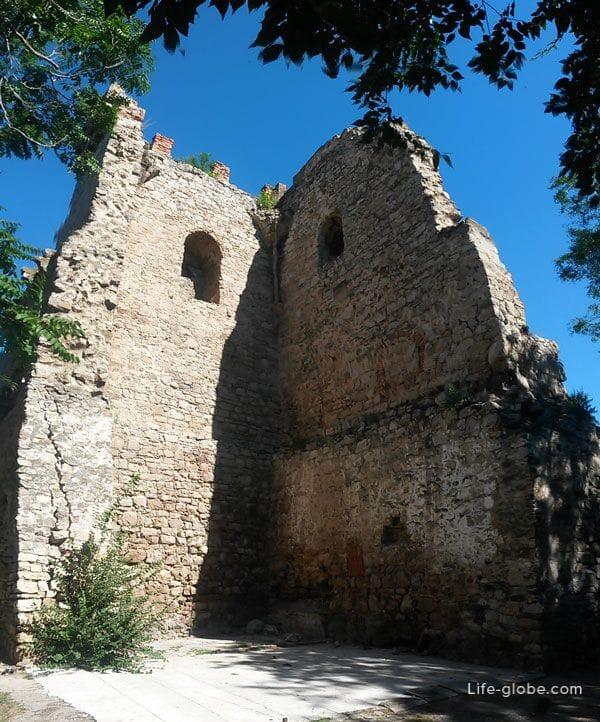 Башни Константина, Феодосия