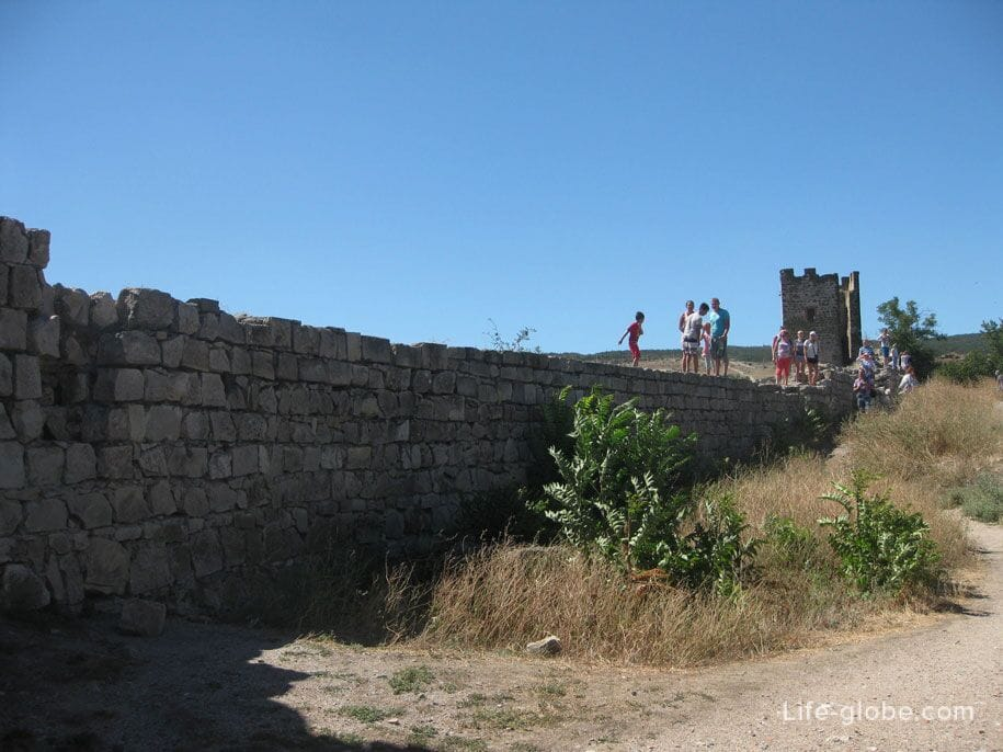 Стена Генуэзской крепости в Феодосии