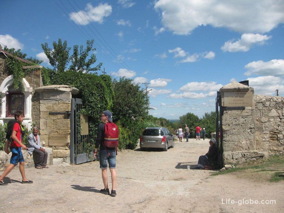 Вход в Старый город/Святую долину Каффы