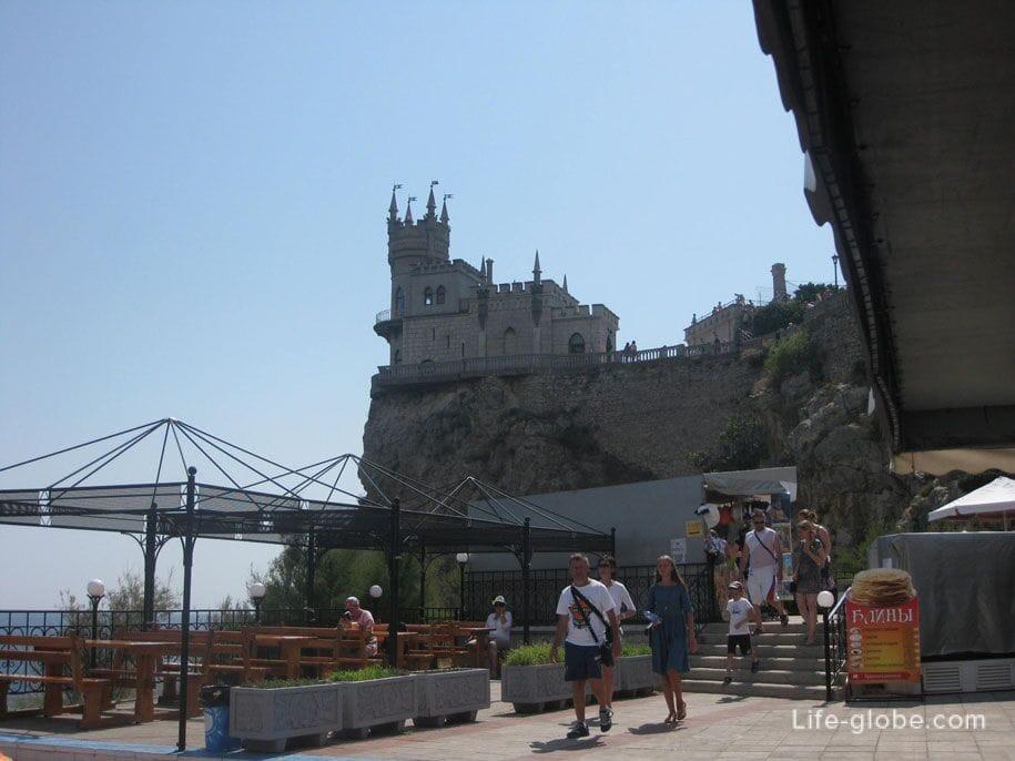 Кафе у замка Ласточкино гнездо, Крым