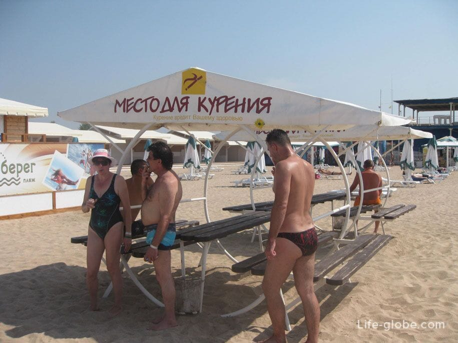 Места для курения, пляж Лазурный берег, Крым
