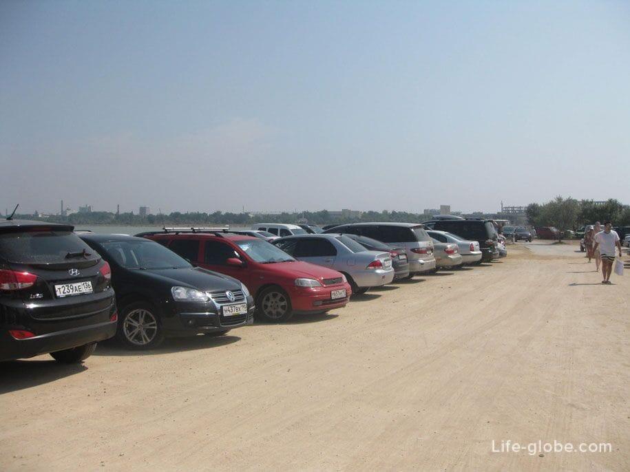 Парковка у пляжа «Лазурный берег» и озера Мойнаки, Евпатория, Крым