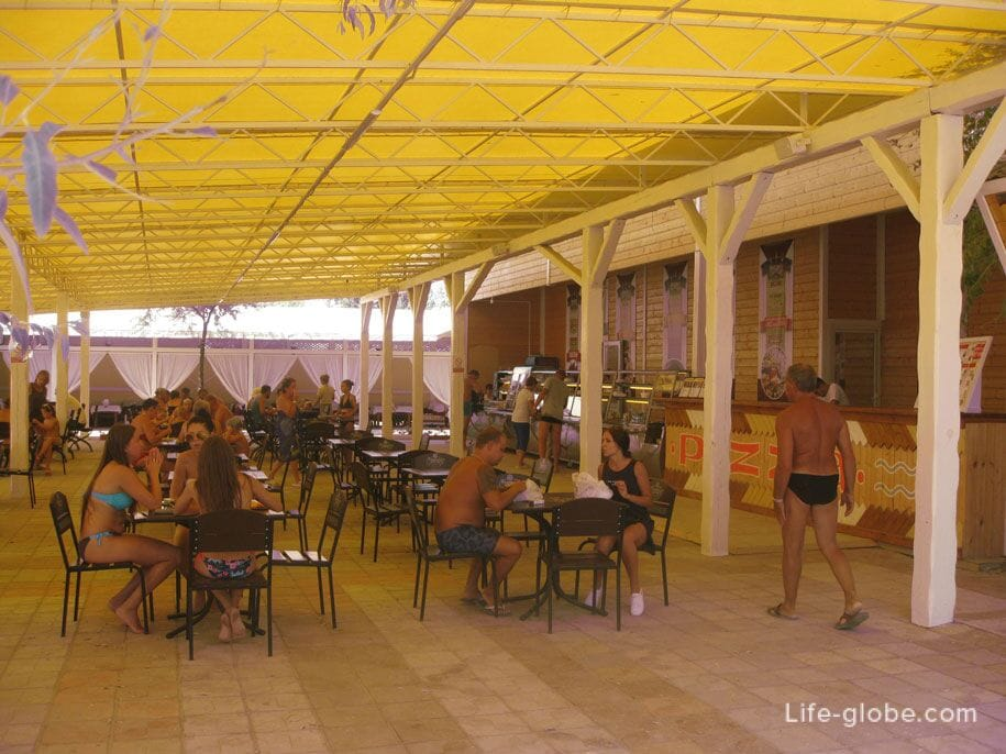 Кафе на пляже Лазурный берег, Евпатория