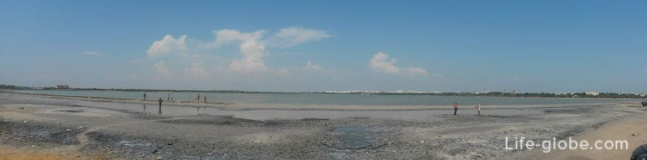 Мойнакское озеро с лечебными грязями в Евпатории