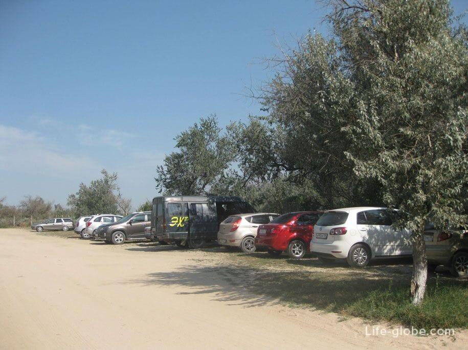 Парковка возле пляжа Оазис, Ачуево