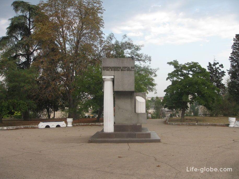 Памятник возродившим город из руин войны 1944-1954, Севастополь