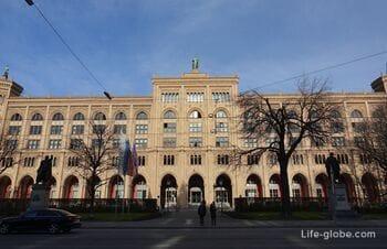 Upper Bavarian Government Building in Munich (Gebäude Regierung von Oberbayern)