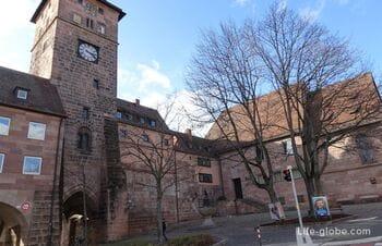 Часовая башня в Нюрнберге и окружающий ансамбль (Laufer Schlagturm)