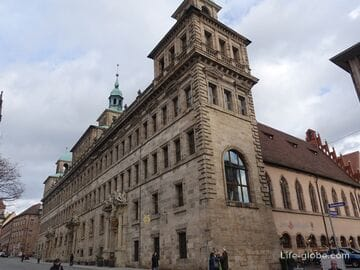 Городская ратуша в Нюрнберге (Nürnberger Rathaus): старое и новое здания, фонтан Гусь