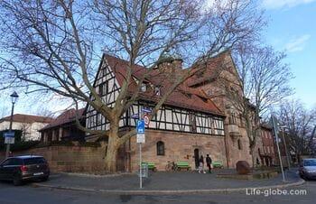 Замок Тухер в Нюрнберге (Tucherschloss) - музей и замковый сад