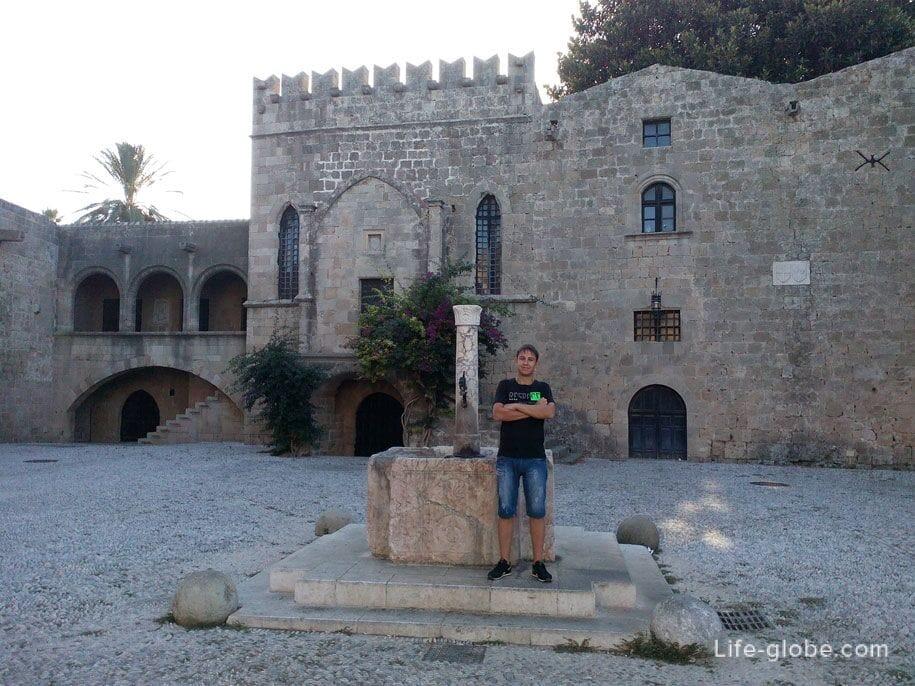 Площади в старом городе Родосе, Греция