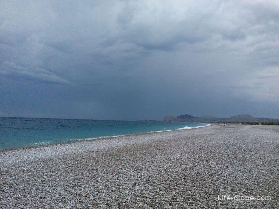 Пляж и Средиземное море возле Фалираки, Родос, Греция