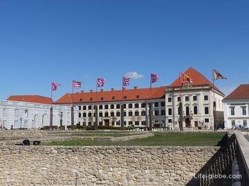 Площадь святого Георгия, Будапешт (Szent György ter): дворец Шандора, замковый театр, смотровые