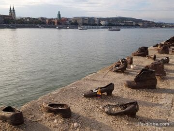 Shoes on the Danube Embankment in Budapest (Cipők a Duna-parton)