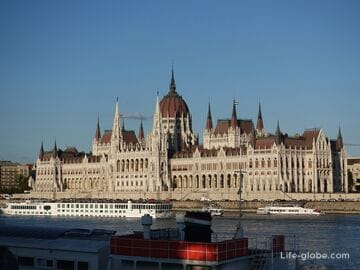 The hungarian parliament building in Budapest (Orszaghaz)