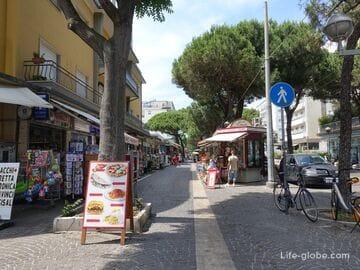 Улица Америго Веспуччи в Римини (Viale Amerigo Vespucci) - одна из центральных туристических улиц города