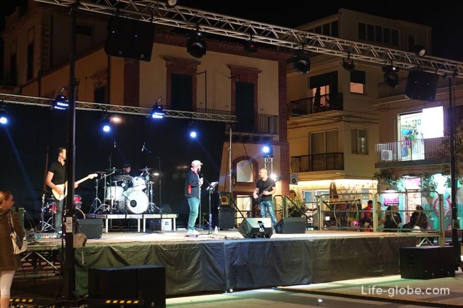 Центральная площадь, Марина ди Рагуза, Сицилия