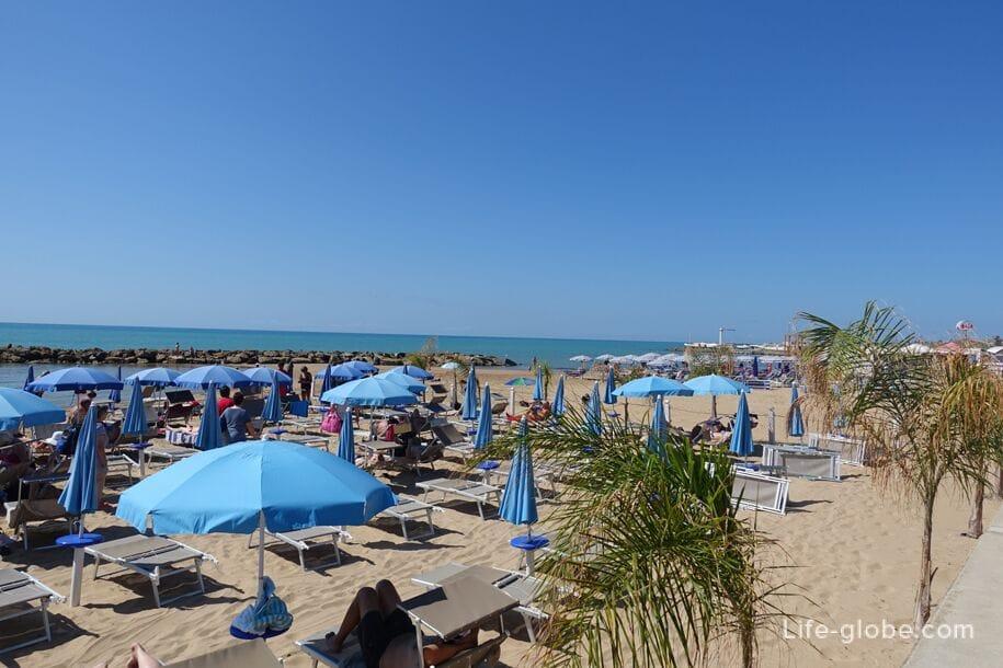 Пляж Marina di Ragusa, Сицилия, Италия