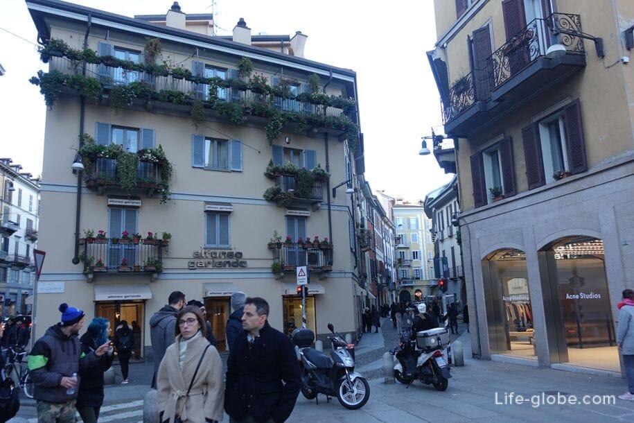 Площадь дель Кармин, Милан
