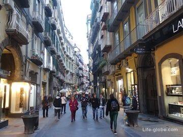 Улица Кьяйя, Неаполь (Via Chiaia) - одна из главных туристических улиц города