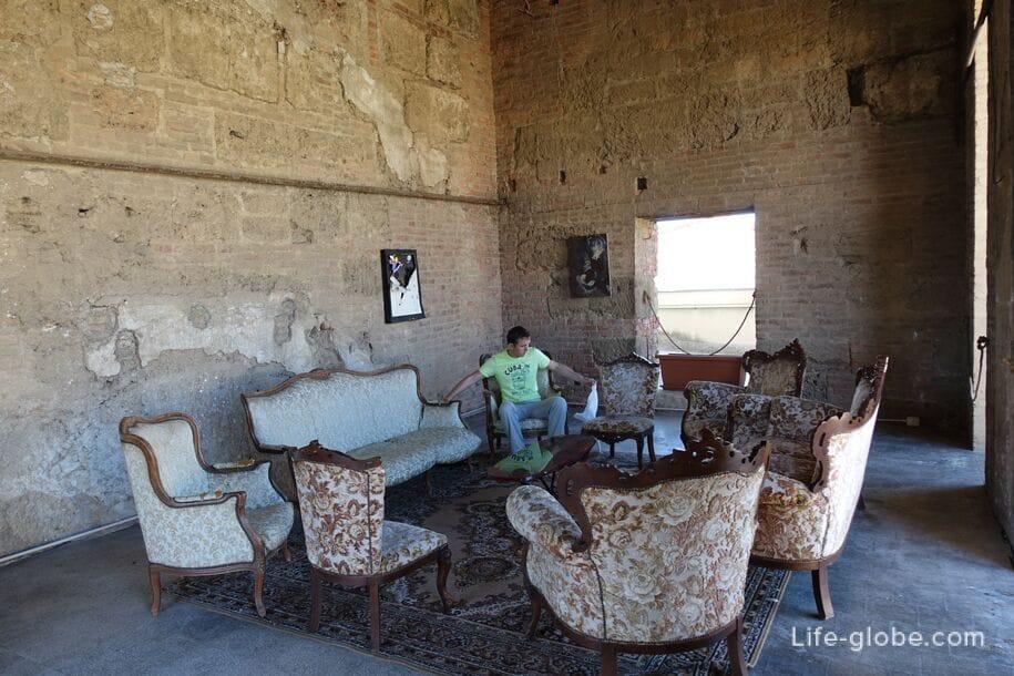 Отдых под куполом церкви Сантиссимо Сальваторе, Палермо, Сицилия