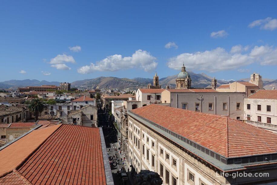 Улица Витторио Эмануэле и купол Кафедрального собора Палермо