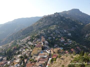 To mount Tauro: the Church in the rock, the ruins of the castle and Taormina from the height of bird flight
