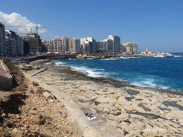 Пляжи Слимы, Мальта. Побережье и набережные Слимы