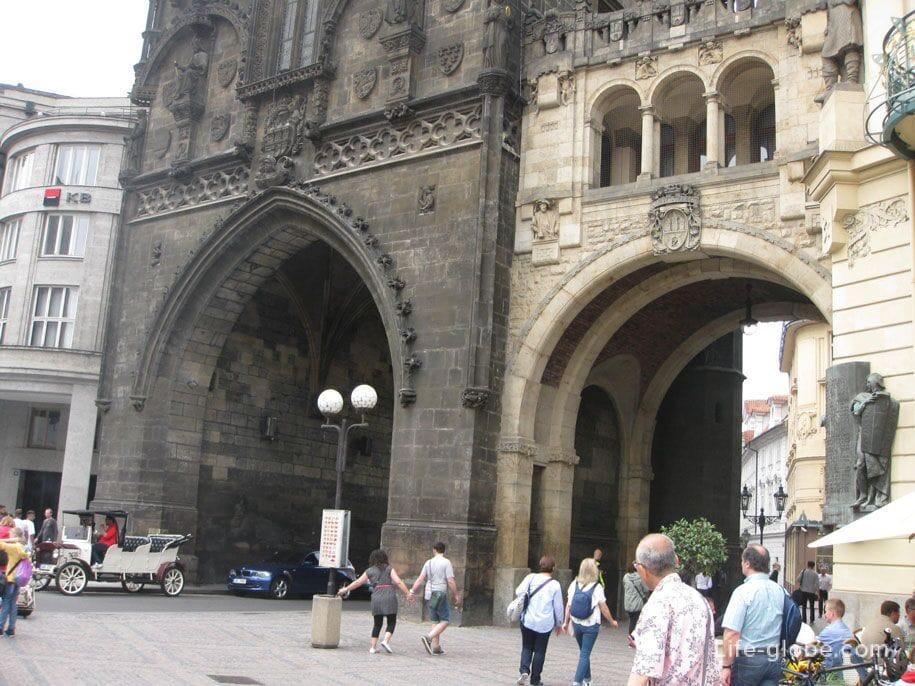 Пороховые ворота, Прага