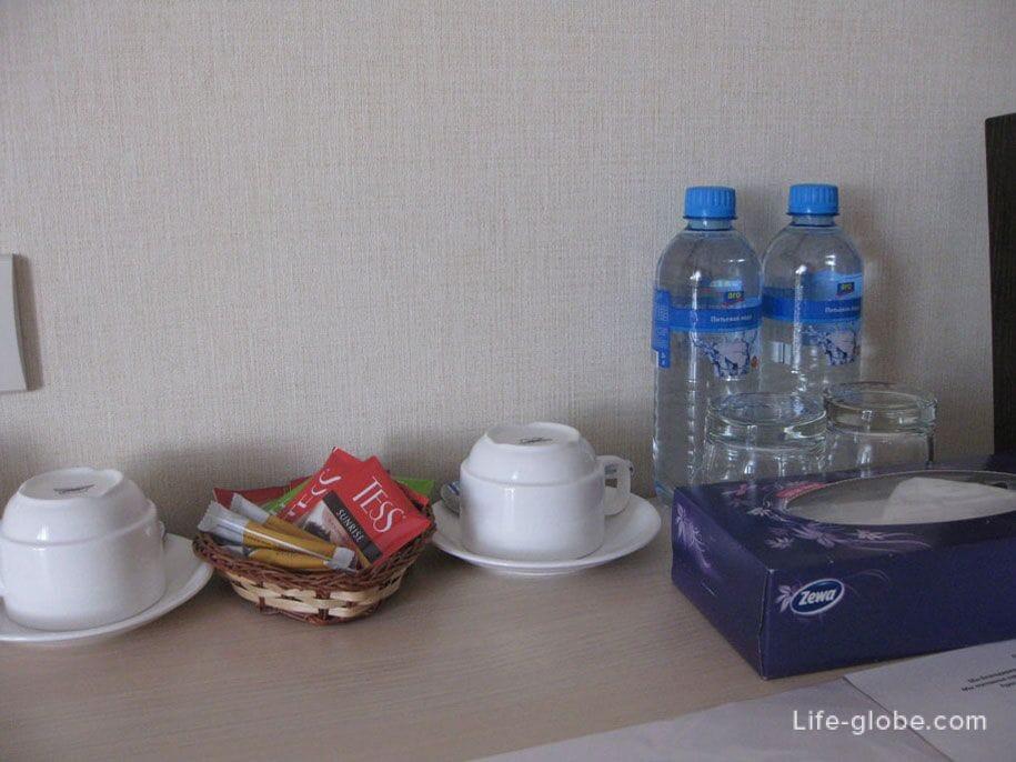 Вода, чай, кофе и сахар в номерах Премьер отеля, Смоленск
