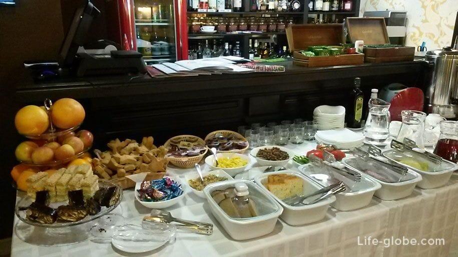 Завтрак шведский стол, Премьер отель в Смоленске