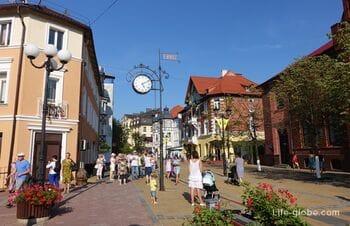 Kurortny prospect - central pedestrian street of Zelenogradsk
