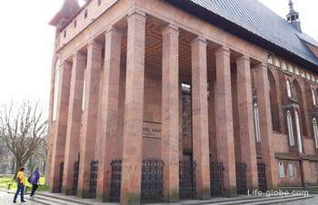 Могила Канта, Калининград - кенотаф у Кафедрального собора