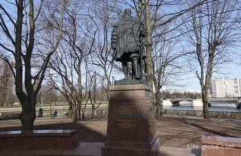 Памятник герцогу Альбрехту в Калининграде (на острове Канта)