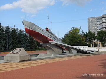 Памятник морякам-балтийцам в Калининграде (памятный знак)