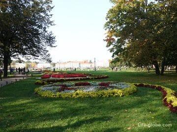 Александровский сад в Санкт-Петербурге