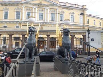 Банковский мост в Петербурге - мост с грифонами (крылатыми львами) через канал Грибоедова