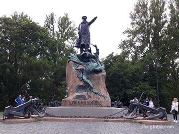 Памятник адмиралу Макарову в Кронштадте (Санкт-Петербург)