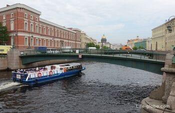 Краснофлотский мост в Санкт-Петербурге - пешеходный мост через Мойку