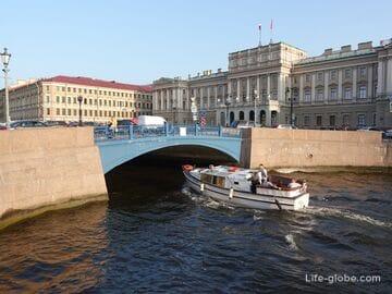 Синий мост в Санкт-Петербурге - самый широкий мост города