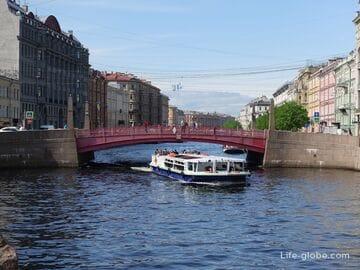 Красный мост в Санкт-Петербурге