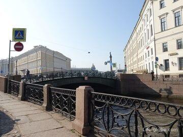 Певческий мост в Санкт-Петербурге, через Мойку к Дворцовой площади