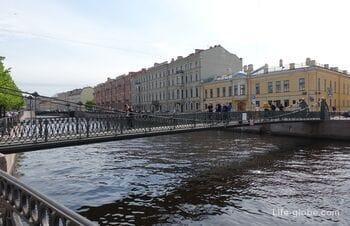 Почтамтский мост в Санкт-Петербурге - пешеходный висячий мост через Мойку